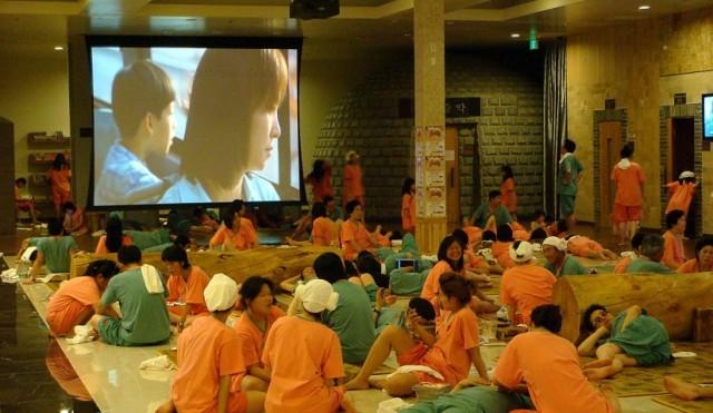 tips-liburan-hemat-ke-korea-selatan-menginap-di-sauna-ala-korea-825x479